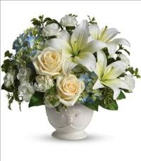 Beautiful Dreams by Teleflora by Suinshine Florist
